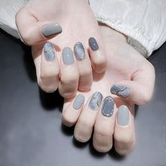 灰色蓝色美甲图片