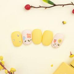 黄色美甲图片