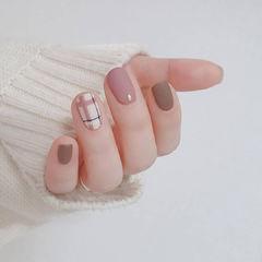 格纹粉色美甲图片