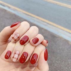 红色格纹美甲图片