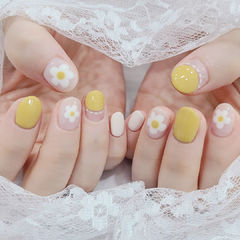 黄色花朵美甲图片