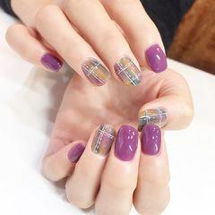 紫色格纹美甲图片