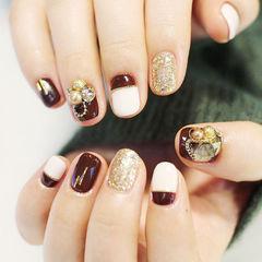 棕色白色短指甲美甲图片
