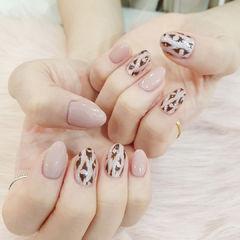 豹纹裸色粉色美甲图片