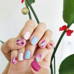 蓝色粉色磨砂美甲图片