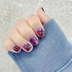 紫色晕染短指甲美甲图片