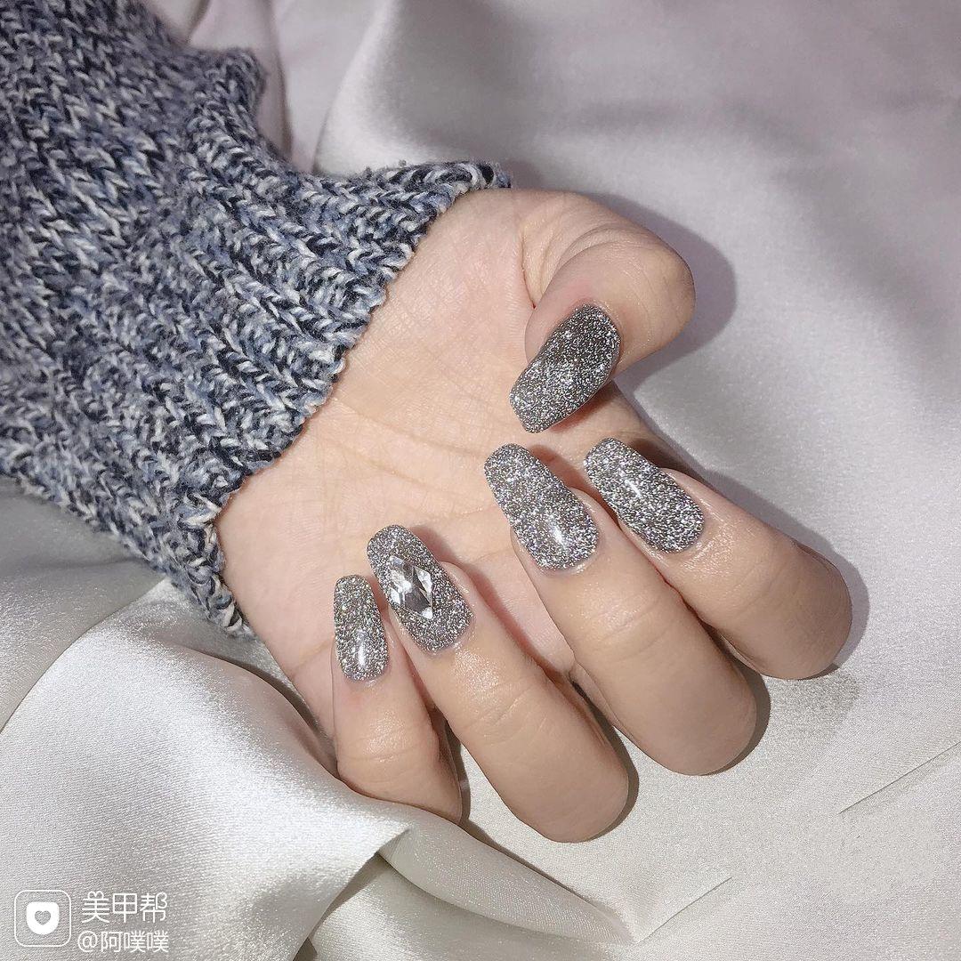灰色闪粉美甲图片