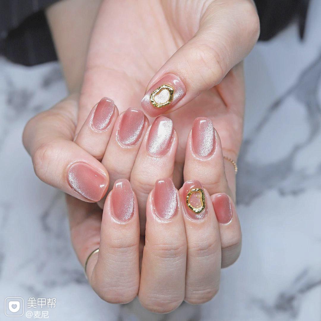 金属胶粉色玉石猫眼美甲图片