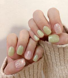 绿色闪粉珠光美甲图片
