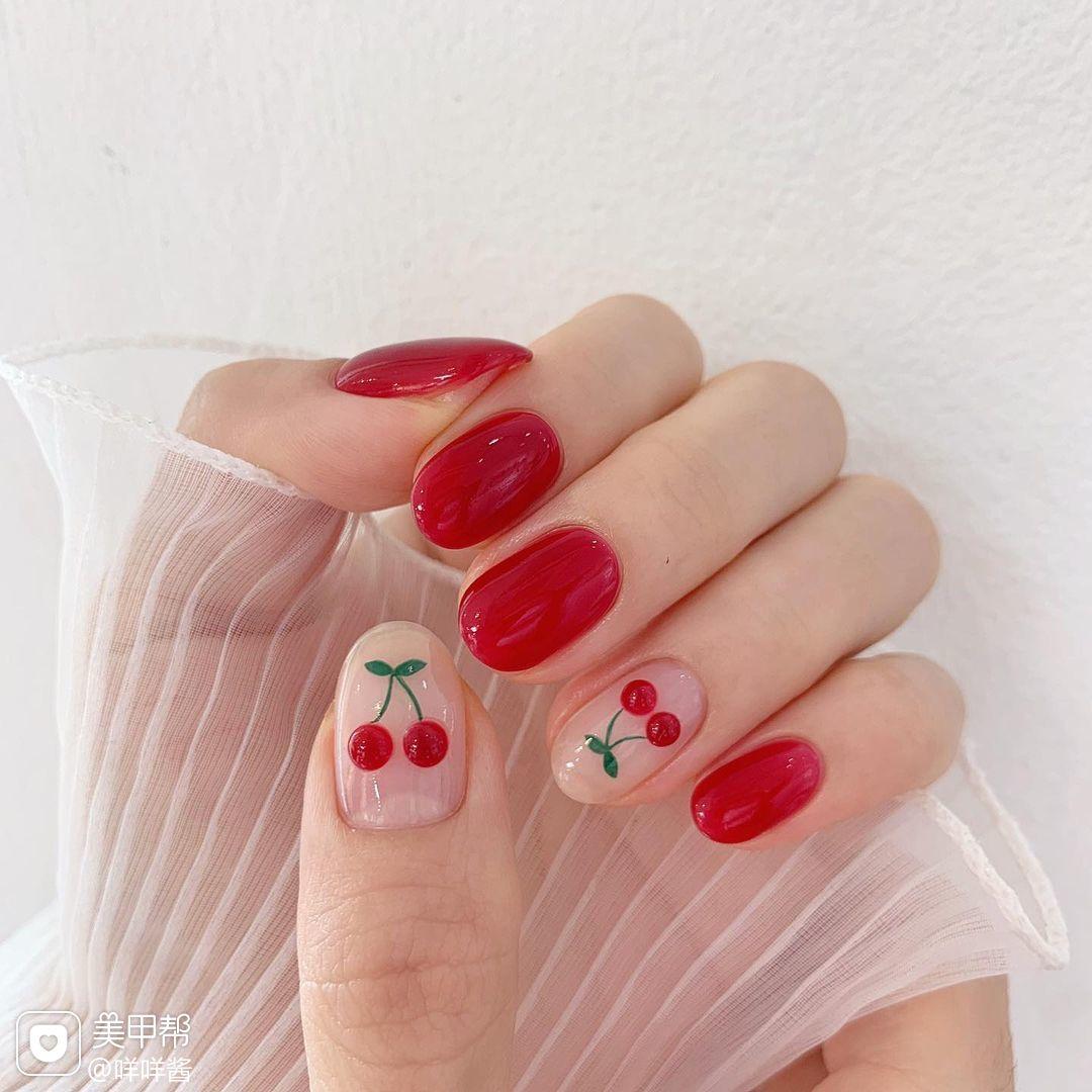 樱桃红色显白手绘美甲图片