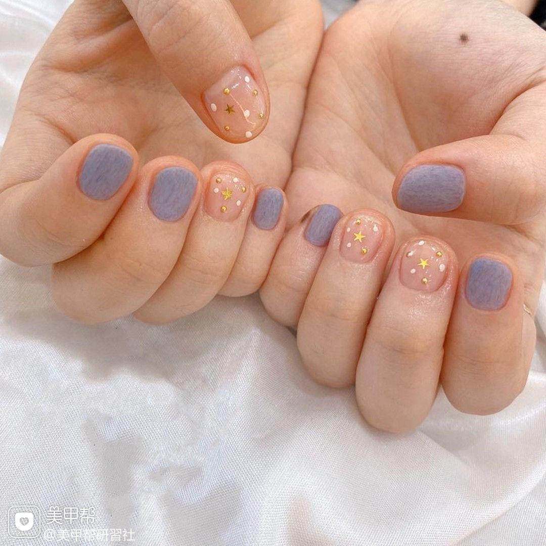 宝蓝色磨砂美甲图片