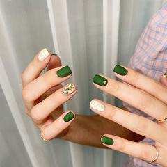 绿色格纹钻磨砂美甲图片