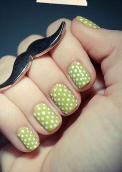 绿色圆形可爱简约#微美甲#简约的波点,略带复古味道呢~美甲图片
