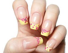 粉色黄色方圆形可爱法式法式蝴蝶结、波点,浅浅的黄,淡淡的粉,要的就是这样一份简单而大方!美甲图片