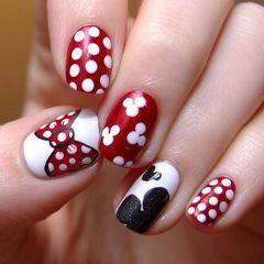 红色白色黑色方圆形可爱手绘圣诞红配上白色的米奇,我亲爱的米奇控爱不爱这样的款呢~美甲图片