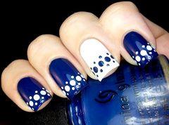 波点法式白色蓝色蓝色与白色的撞色波点法式甲~~~~~~~~美甲图片