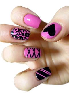 黑色粉色方圆形手绘桃红色、爱心、条纹、古典花纹,大爱啊~美甲图片