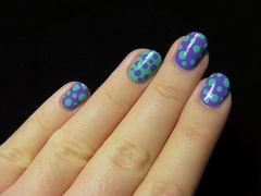 可爱圆形蓝色紫色紫色、绿色两个颜色反着来做波点,很美哟~美甲图片