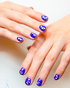 紫色白色圆形可爱清纯的点缀,蓝色、波点美美的心水美甲~美甲图片