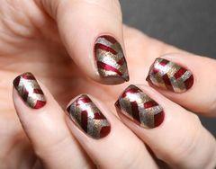 红色金色方圆形简约金红条纹 圣诞节也可以这样简单画美甲图片
