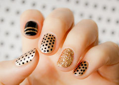 黑色金色圆形可爱金色波点 简单小可爱美甲图片