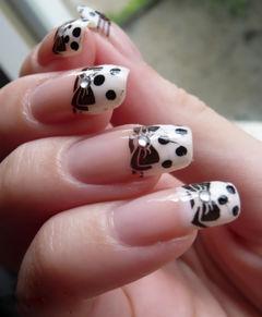 白色方圆形可爱日式手绘延长法式 蝴蝶结波点美甲图片