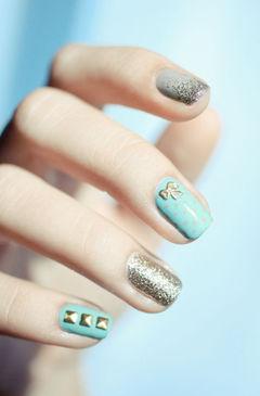 蓝色金色方圆形可爱波点蝴蝶结 粉嫩#新年#甲,让你的指尖闪闪发光美甲图片