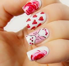 白色红色方圆形可爱手绘温暖的心形,还有可爱的蝴蝶结~红色美甲美甲图片