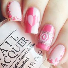 粉色方圆形可爱手绘粉红色红心 白色搭配红色美甲图片