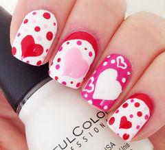 白色方圆形日式可爱手绘红色粉色的搭配,搭配出最甜美的造型,红心波点可爱风!短指甲也可以很甜美美甲图片