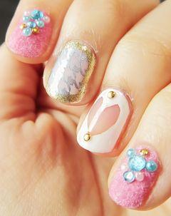 粉色白色圆形手绘日式可爱千鸟格 粉色丝绒甲 搭配白色的透明心~美甲图片
