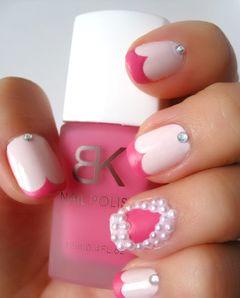 圆形日式手绘粉色裸色裸色打底 搭配红色心形美甲图片