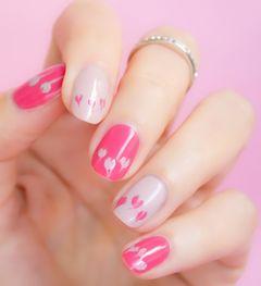 日式可爱裸色粉色圆形简约红心美甲图片