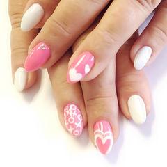 日式粉色白色可爱手绘尖形粉白红心简约风美甲图片