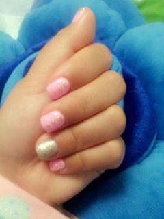 简约粉色金色指甲有点短,不过这个很简单,百搭美甲图片