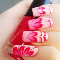 方圆形渐变红色粉色可爱爱心晕染美甲图片