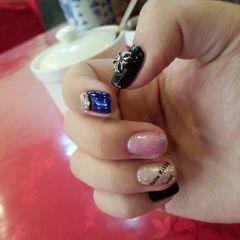 日式创意雕花蓝色黑色指甲较短做的美甲图片