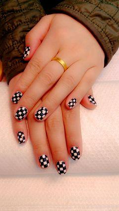 黑色白色创意手绘短指甲也可以很美美甲图片