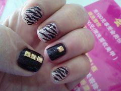 日式手绘创意红色粉色紫色金色白色黑色短指甲也可以美美的美甲图片