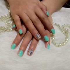 简约方形绿色薄荷绿搭配簡單的桃心豹紋,美了,美了美甲图片