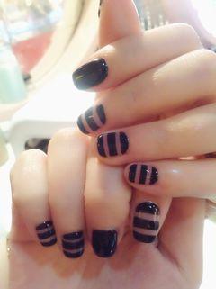简约方圆形黑色#手绘#镂空黑线条......美甲图片