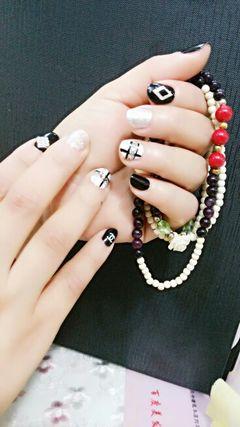 可爱日式圆形白色黑色短指甲也可以彩绘哦美甲图片
