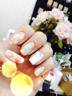 可爱方圆形黄色日式韩式小晕染美甲图片