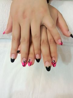 圆形法式可爱粉色黑色爱心法式加藤曼美甲图片