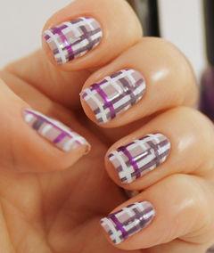 方圆形手绘白色紫色休闲随意风,紫白色方格纹美甲美甲图片