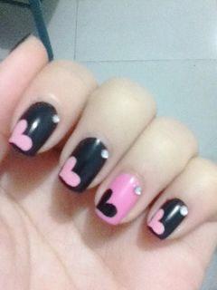 方圆形黑色粉色可爱可爱桃心美甲图片