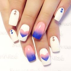 白色粉色蓝色渐变方形梦幻心心款,蓝粉渐变白色镂空美甲美甲图片