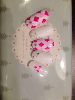 简约白色粉色日式圆形格纹高端、并且贵范儿十足~美甲图片