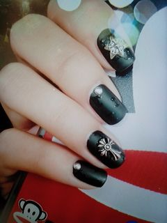 黑色创意简约磨砂美甲图片