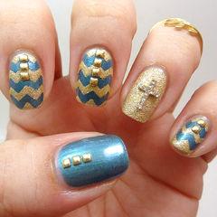 蓝色金色简约手绘方圆形磨砂质感的金色配上珠光蓝,低调的美丽美甲图片
